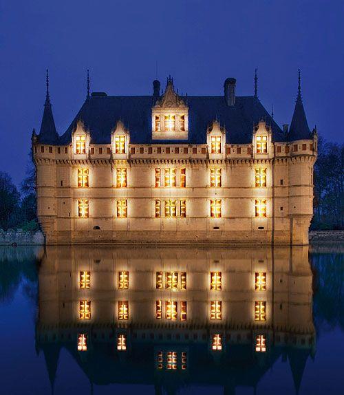 Château de Azay-le-Rideau,  Azay-le-Rideau, Chinon, Indre-et-Loire, Centre, France.....      www.castlesandmanorhouses.com