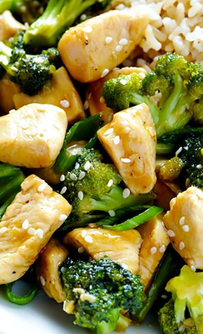 12-Minute Chicken and Broccoli Recipe ~ This classic chicken and broccoli recipe is full of fresh and delicious flavor, and it's ready to go in just 12 minutes!