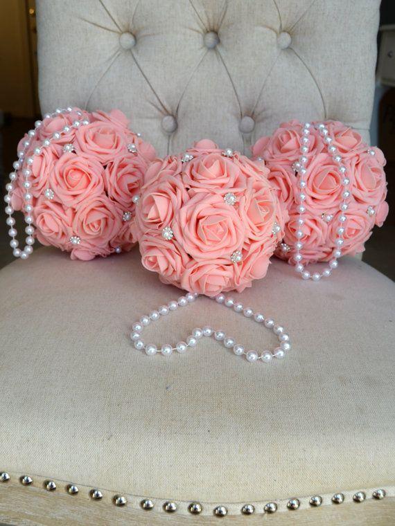 Bola de flor rosa con broche y manija de perla. por KimeeKouture