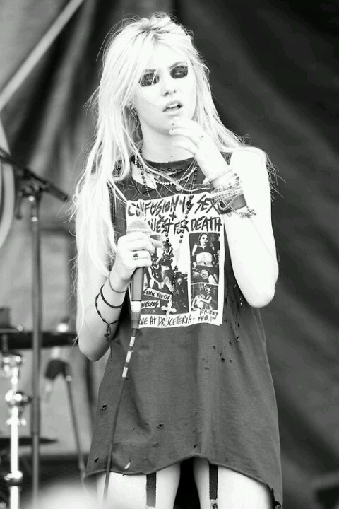 Taylor Momsen | rock n roll | blonde | grunge | acdc | rock star | wannabe