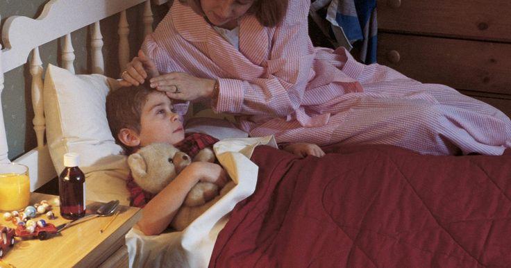 Cómo detener la tos nocturna para que tu hijo pueda dormir. El virus del resfriado común a menudo conduce a una miserable tos que empeora por la noche e inhibe la capacidad del niño para dormir cómodamente. Mientras que la tos es un reflejo necesario que ayuda a mantener los pulmones libres de bacterias y otros irritantes, también es importante que tu hijo esté bien descansado y lo suficientemente fuerte ...