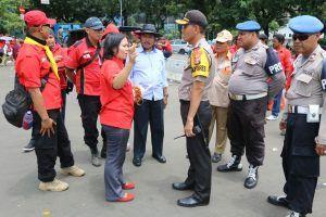 Peringatan Hari Perempuan Sedunia Kapolrestro Jakarta Pusat Kawal Para Buruh Menyampaikan Aspirasi