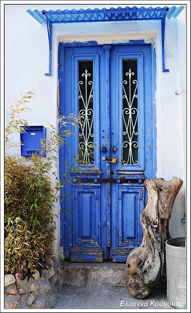 Βαθύ μπλε, Greece Well, that was Greek to me, but I have to say, Greek homes with their brilliant white and brilliant colors are so entrancing!