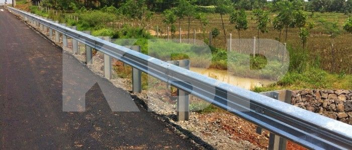 Biar makin aman, ketahui spesifikasi pagar pengaman jalan tol yang diulas oleh PTKBP