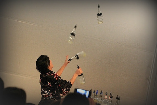 2012.03.04 acrobatic bartender