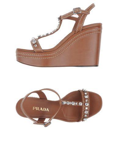 Prada Sandali Donna.  Acquista su yoox.com: per te i migliori brand della moda e…