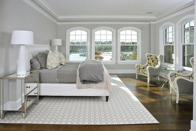 chambre avec beaucoup de fenêtres en gris et blanc