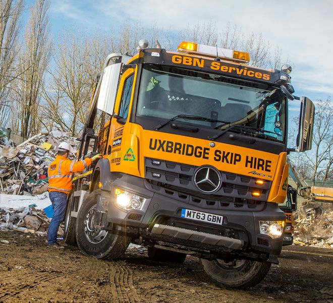 The Mercedes-Benz Arocs with skip-loading gear.