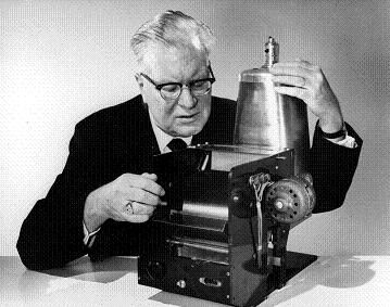 On October 22, 1938, Chester Carlson invented the photocopier! He tried to sell it to IBM, but they saw no use for something that simply made copies. #hindsight #inventions #xerox