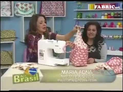 A artesã Maria Adna esteve no programa Arte Brasil ensinando a fazer uma bolsa com tecidos florais da Fabricart.  Confira o passo a passo!