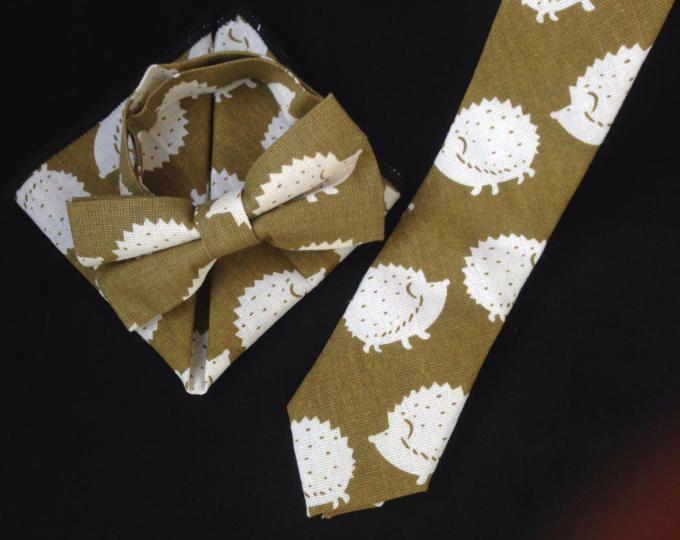 Conjunto corbata, pajarita y pañuelo para hombres con dibujo erizo, hecha a mano, accesorios bodas, regalo aniversario, regalos hombre