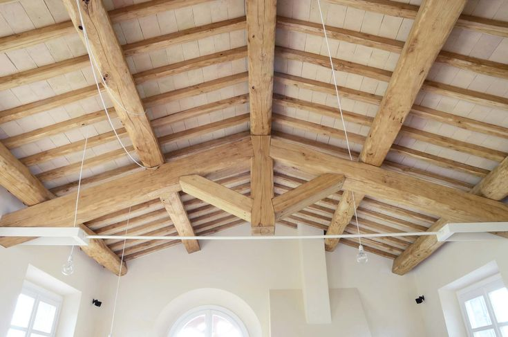 Tavelle e pianelle in #cotto: la purezza e la durezza della nostra argilla unita alla cottura a legna (lenta ma molto efficace, oltre che naturale). Scopri di più su http://www.fornacebernasconi.com/tavelle-in-cotto/ #fornace #furnace #fornacebernasconi #design #interiordesign #architect #architecture #handmade #fattoamano #madeinitaly #tiles #terracotta #pavimentoincotto #floor #flooring #archilovers #surface #brick #rustic #tilestyle  #tileinspiration #tilefloor #rusticelegance…