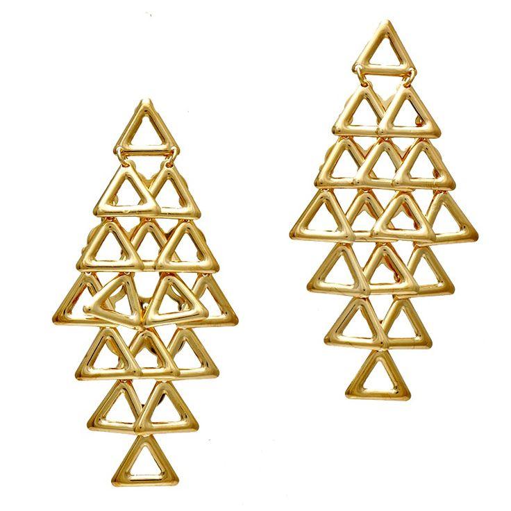 Geometria virou tendência na moda, na arquitetura, nas tatuagens, nos acessórios, resumindo em tudo! Os quadrados, triângulos, cubos e todas as outras possíveis formas geométricas poderão estar presentes no seu convívio, pois a moda é seguir os geométricos.