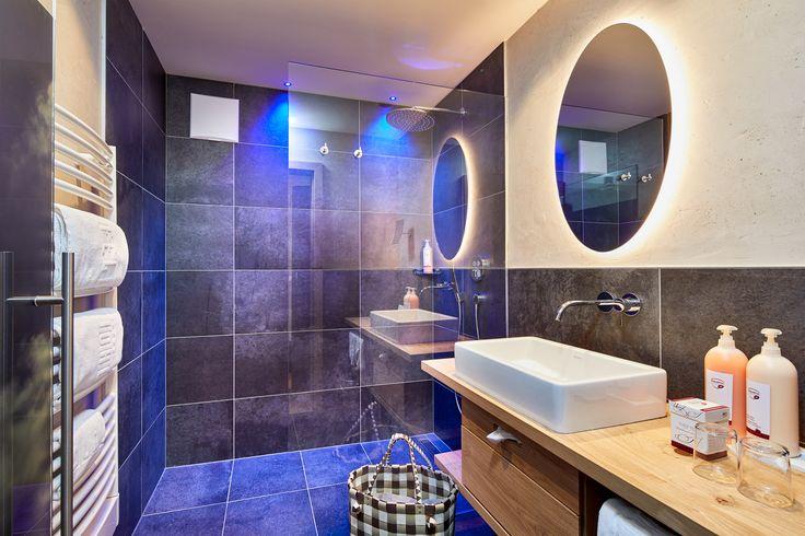 Das moderne Bad in der neuen Suite im Feldhof