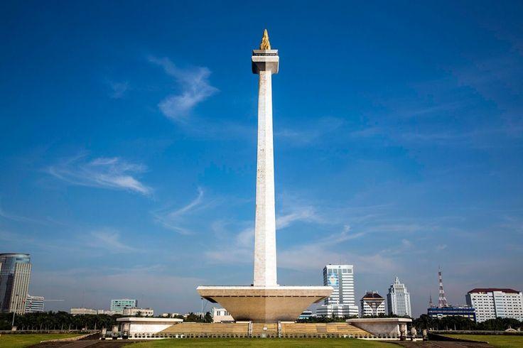 Monumen Nasional atau sering disebut sebagi Monas adalah icon Ibukota Jakarta. Tingginya yang menjulang 132 meter menambah kesan megah kota Jakarta. Monumen Nasional dibangun di area dengan luas 80 Ha.[Photo by youtube.com/]