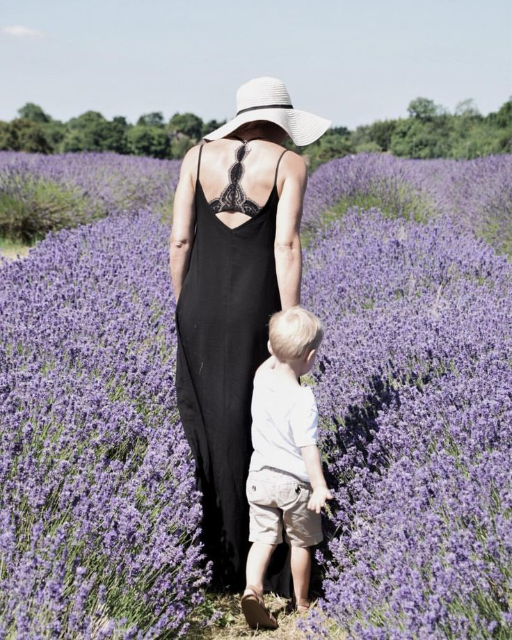 "44 Likes, 8 Comments - Susannah - Stylist (@susannahhemmingsstylist) on Instagram: ""It's all fun and games until a bee flies up your dress....ooouuuccchhhh! #lavender #lavenderfields…"""