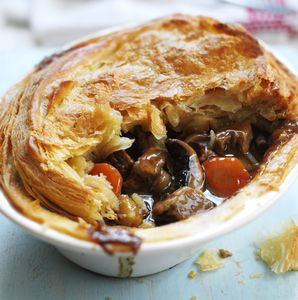 The ultimate Sunday pie! Use low fat Quorn Steak Strips with your favourite pale ale to create a pie to die for. Serve up with fluffy mash, seasonal veg and gravy.