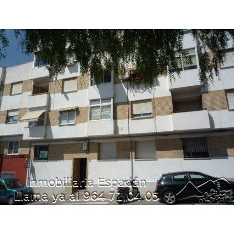 Venta primer piso sin ascensor en Segorbe en la calle Orfelino Almela. Está compuesto por comedor, cocina, 3 habitaciones, lavadero y 1 cuarto de baño. De origen para entrar a vivir. 50.000 €
