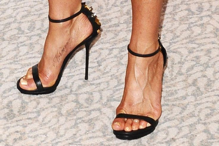 jennifer aniston foot tattoo 36 other celebrity feet tattoos you 385 x ...