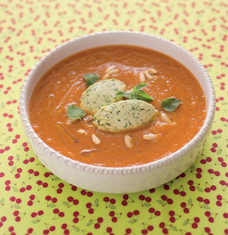 Crema estiva di pomodori con quenelle di tofu e pinoli
