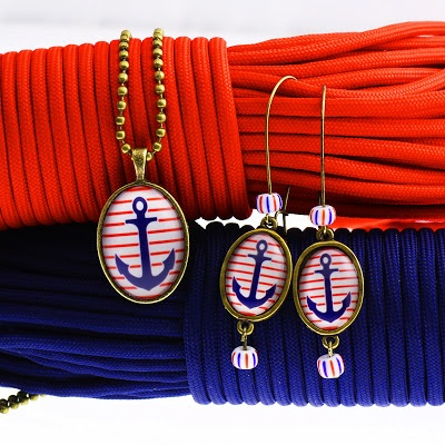 Earrings and necklace nautical style.