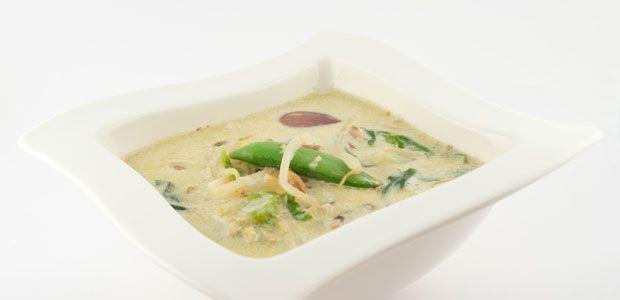 Deze Thaise groene curry is vooral voor de mensen die wel van pittig houden. Kies dan ook voor de green curry paste van de toko.