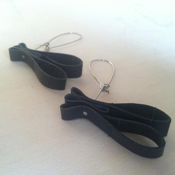 Reclaimed Rubber Inner Tube Earrings by Traashart on Etsy, $12.00  #innertubes #reused #recycled #upcycled