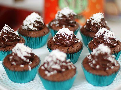 Leilas bounty cupcakes, chokladcupcakes med massor av kokossmak och självklart en härlig chokladglaze på toppen.