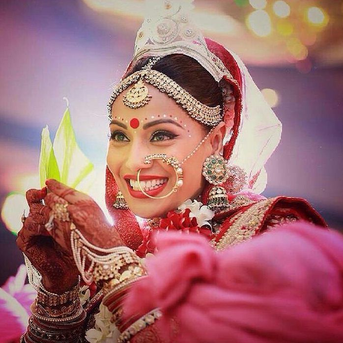 Absolutely love this pic of smiling happy Bride Bipasha Basu during her Wedding rituals. @Bollywood . #bipashabasu #bipasha #karanwedsbipasha #karanwedsbips #bengal #bengali #karansinghgrover #monkeywedding #monkeysquad #salmankhan #shahrukhkhan #ranbirkapoor #preityzinta #amitabhbachchan #aishwaryaraibachchan #aishwaryarai by bollywood