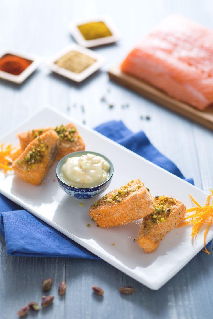 I bocconcini di #salmone speziato croccante sono dei piccoli triangolini di #pesce, perfetti da servire come antipasto o per un happy hour tra amici! #Giallozafferano #happyhour #salmonenorvegese #recipe #ricetta #fingerfood