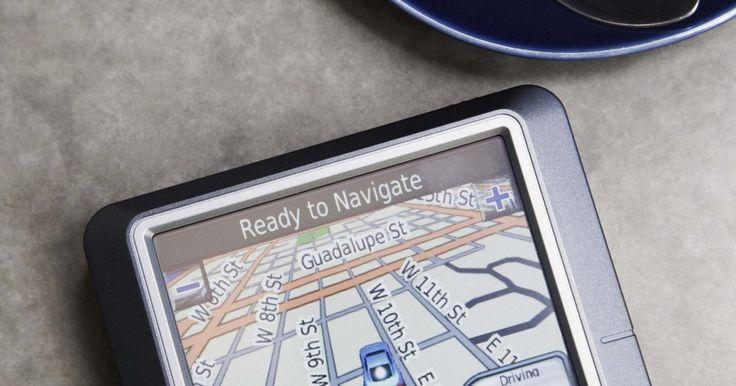"""Como adicionar arquivos POI a um Garmin Nuvi. Um arquivo de POI (de """"ponto de interesse"""" em inglês) é um arquivo contendo coordenadas de GPS específicas para um local determinado, como um cinema, posto de gasolina ou livraria. Um usuário de GPS pode baixar e instalar um arquivo POI em um dispositivo compatível, como um Garmin Nuvi, e usá-lo para localizar o ponto de interesse. Os POIs estão ..."""