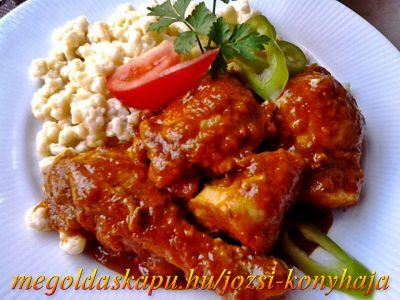 Egyszerű csirkepörköltök http://megoldaskapu.hu/csirke-receptek/egyszeru-csirkeporkolt • 1 db konyhakész csirke /az enyém 2kg/ • 2 db paprika • 2 db paradicsom • 1 db hegyes erős paprika • 4 fej vöröshagyma • 3-4 gerezd fokhagyma • 1 kk őrölt kömény • só • 1 ek pirospaprika • 2 ek. zsír