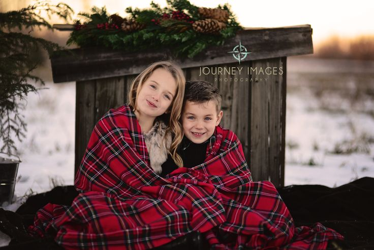 Christmas photos, winter photography, winter portraits, outdoor photography, Mini Sessions, Mini session ideas, kids, children, childrens photographer, barn wood, tartan www.journeyimages.ca Lacombe, Alberta Photographer Journey Images