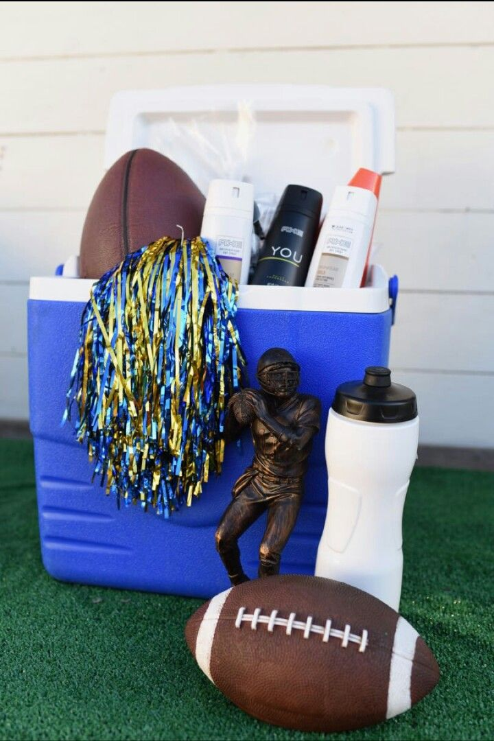 This easy DIY football gift basket is the perfect way to celebrate back to school with your teen son! If you've got a teen playing sports this year, you can use some of these ideas and create your own DIY sports gift basket to get them ready for the season. #AD http://www.makelifelovely.com/2017/08/diy-football-gift-basket-teenage-boy.html