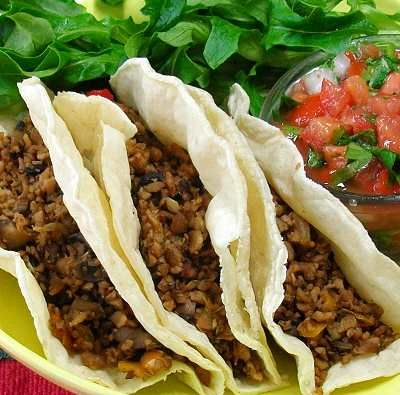 Prepara unos ricos y económicos tacos hechos con proteína texturizada de soya.  // Delicious and economical tacos made from texturized vegetable protein.