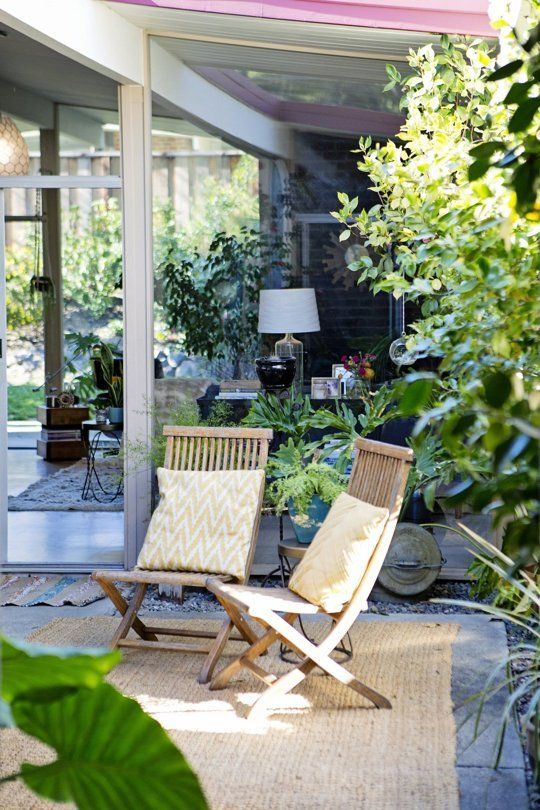 midcentury home courtyard in California | Apartment Therapy