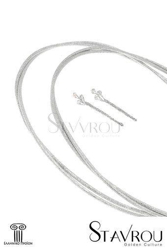 Στέφανα γάμου, χειροποίητης κατασκευής  ασημένια 925' και ειδικά επεξεργασμένα ώστε η λάμψη τους  να παραμένει αναλλοίωτη στο χρόνο  Ανήκουν στη minimal σειρά.  Όλα μας τα σχέδια ακολουθούν μια ελαφριά καμπύλη επιτρέποντάς τους να σταθούν κατάλληλα, συνοδεύονται από δύο καρφίτσες  για τα πέτα τού γαμπρού και τού κουμπάρου και παραδίδονται σε πολυτελή λευκή στεφανοθήκη επενδεδυμένη με λευκό σατέν.  Δυνατότητα επιλογής σε επάργυρα  #στέφανα_γάμου #γαμήλιες_τελετές