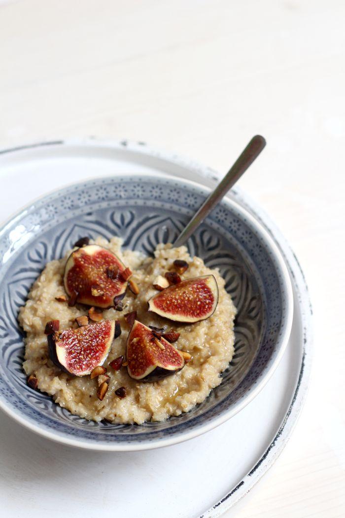 Der beste Porridge der Welt mit Hafermilch, Feigen und einer Geheimzutat die ihn perfekt macht.