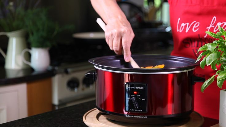 From all-day breakfast hash to barbecued pulled pork, our five ways with slow cooker video shows you how to make 5 fuss free easy recipes. Slow-cookers are p...