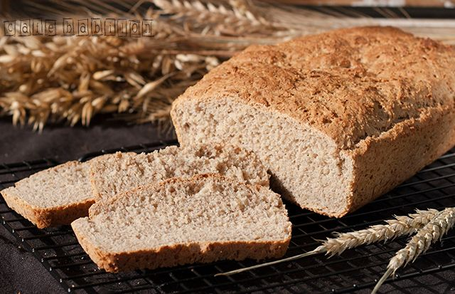 Pyszny drożdżowy chleb pszenno-żytni na bazie mąki pszennej oraz żytniej pełnoziarnistej. Bardzo prosty i niezwykle szybki do wykonania.