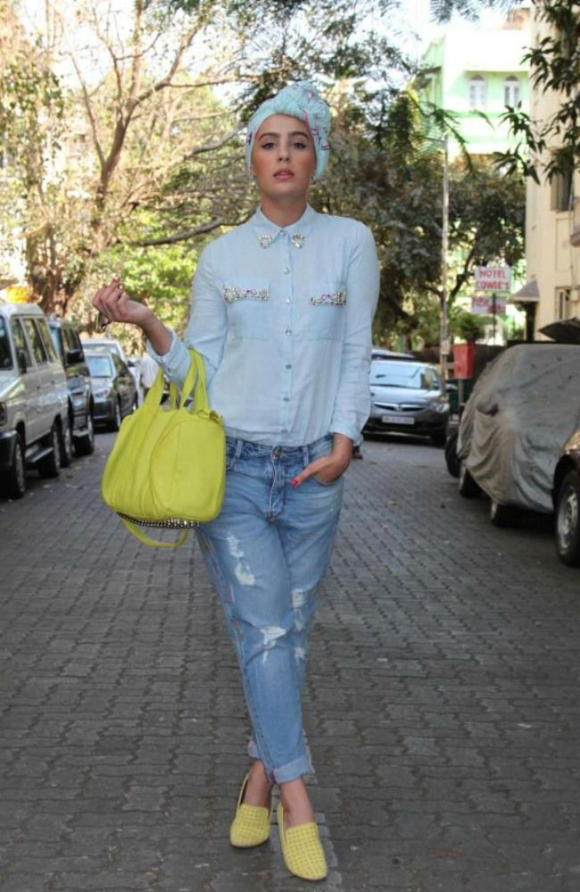 distressed jeans, embellished collar. Ascia AKF