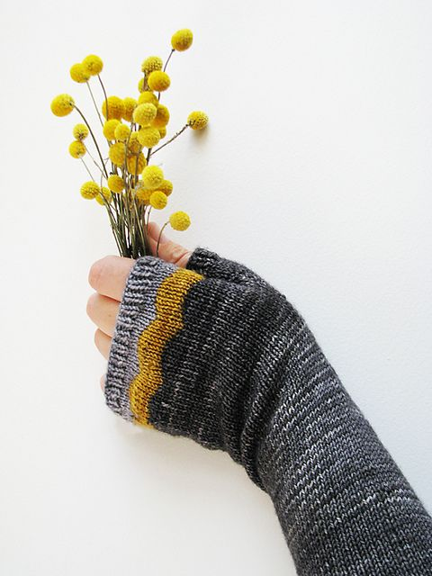 Ravelry: Maroo Mitts pattern by Ambah OBrien. I love how the yellow motif arches over the knuckles, a simple and charming detail.
