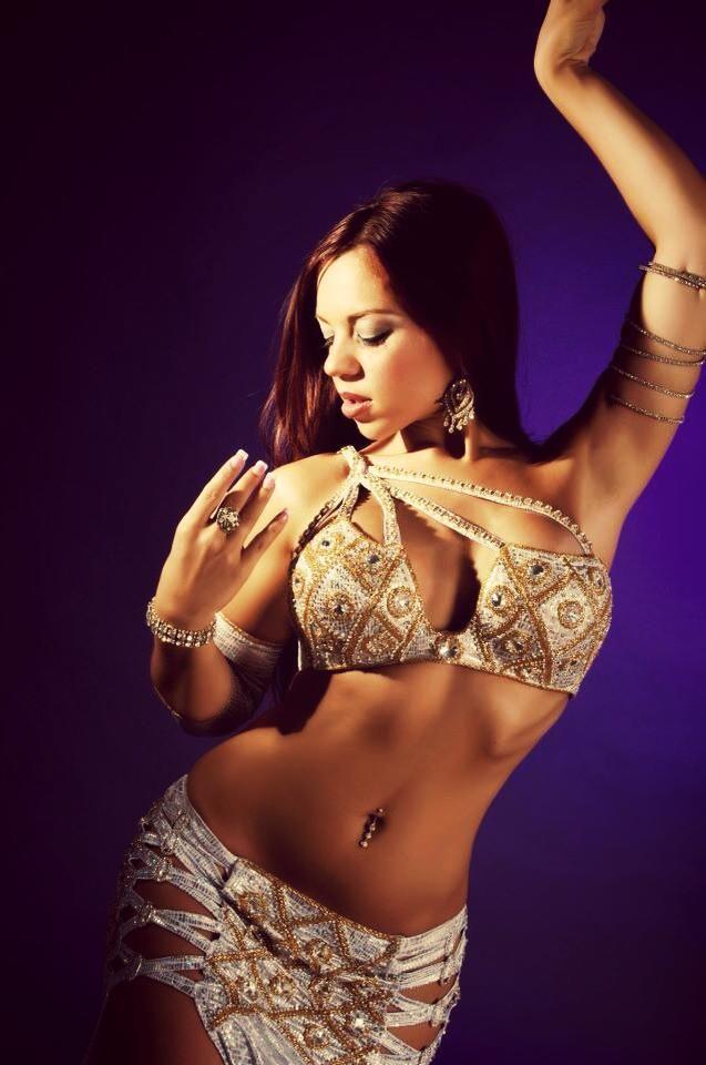 krasivie-arabki-tantsuyut-striptiz