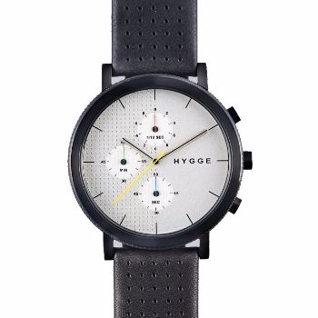 Hygge 2204 Series - Leather - Black/Silver: The 2204 Series of HYGGE watches is the Scandinavian company's chronograph collection, designed by British product designer Major W. M. Tse, a shining star in watch design. With an unique split-texture face and the use of primary colours for the hands  the watch is different from other timepieces on the market.  -Japanese quartz movement driving the six-hand dials -Water resistant to an impressive 10 atm -All HYGGE watches come with a two year…