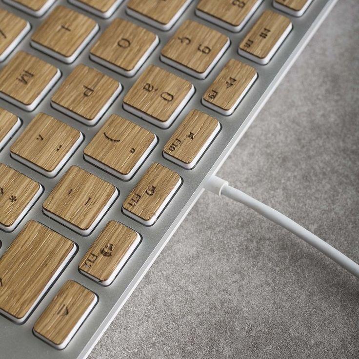Découvrez Sticker bois pour touches de clavier filaire - Oak O'Férè - 39,00 € sur Wooden-Trotter, n°1 des accessoires et objets design en bois Paiement sécur...