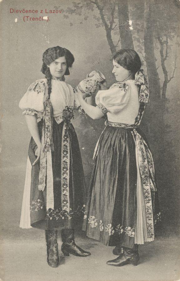 Pavol Socháň: Dievčence z Lazov (Trenčín) 1910, Slovakia
