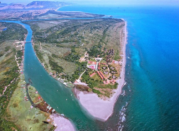 Ada Bojana, l'isola triangolare che si trova alle foci del delta del fiume Bojana. Dulcigno, Montenegro