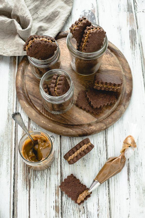 Chocolate cookies with dulce de leche - biscotti al cioccolato e dulce de leche