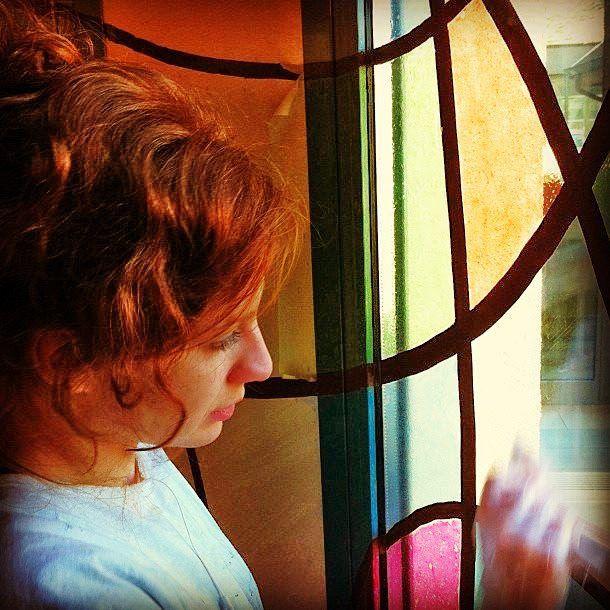 Fantasia e colore sui vetri. #art #vetrata #artglass #vetrodipinto #vetrocolorato #allavoro ##arte #redarte #colori