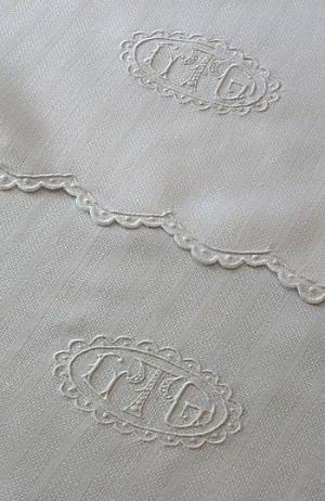 Монограммой Античные белье и полотенца по Табата